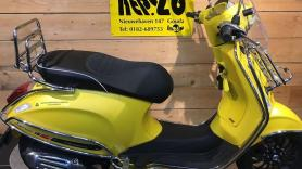 Scooter Vespa 25 km snor (zonder helm)  1