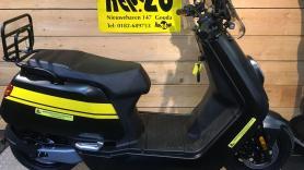 Scooter NIU elektrisch 25 km snor (zonder helm) 1