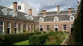 Tour along the beautiful almshouses of Haarlem 1