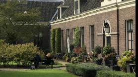 Tour along the beautiful almshouses of Haarlem 2