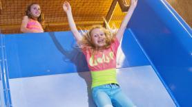 ACTIE: Kinderen 2 - 12 jaar  Incl Kidsbox (frietje met saus, snack, raketijsje en een cadeautje) en onbeperkt ranja! 1