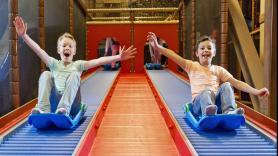 ACTIE: Kinderen 2 - 12 jaar  Incl Kidsbox (frietje met saus, snack, raketijsje en een cadeautje) en onbeperkt ranja! 3