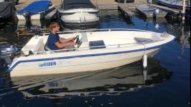 Motorboot: polyester 8 PK met stuur en kussens  1