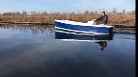 Sloep: Elektrisch, Fluisterboot vaartijd 8/9 uur, met kussens  1