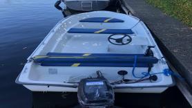 Motorboot 15 PK + kussens ( Dora ) 1