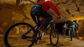 Mountainbiken door de grotten 2