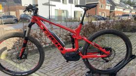 Elektrische mountainbike volgeveerd huren 1