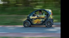 Castle & Estate GPS Tour / 180 minutes / 1 Renault Twizy, suitable for 2 people 1
